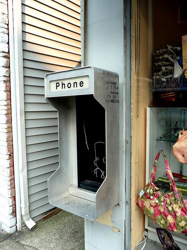 Dead pay phone